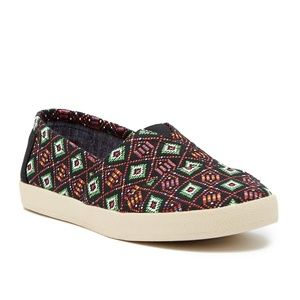 TOMS 8 Avalon multi woven slip-on tribal shoes